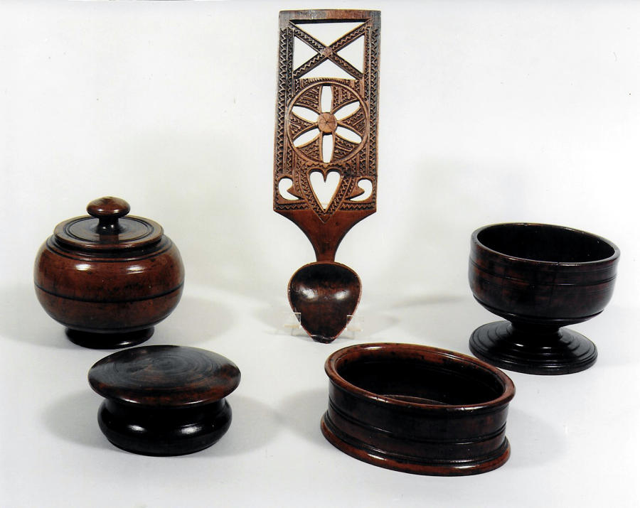 Antique Treen, Horn & Collectables