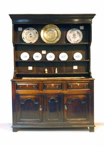 An excellent 18thc Oak Welsh Cupboard Dresser. Welsh C1720 - 30