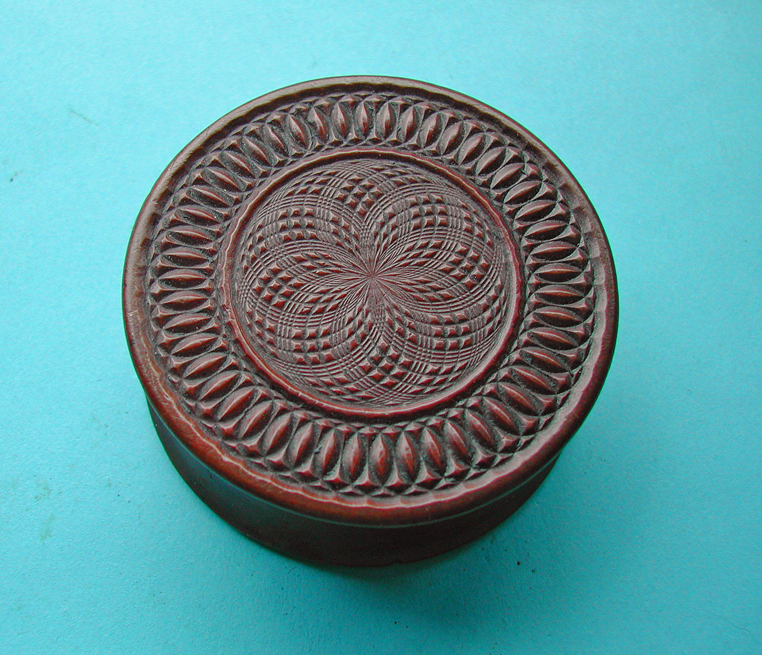 Antique 19thc Treen Engine Turned Snuff Box.  English. C1840-60.