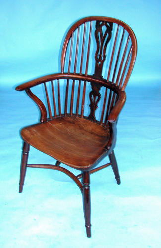 Early 19thc Country Furniture Yew Wood Windsor Chair.  English. C1820