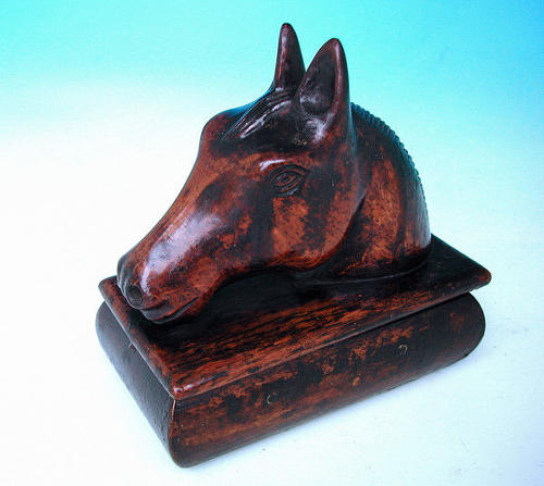 19thc Antique English Treen Oak Tavern Snuff Box.  English  C1840-60
