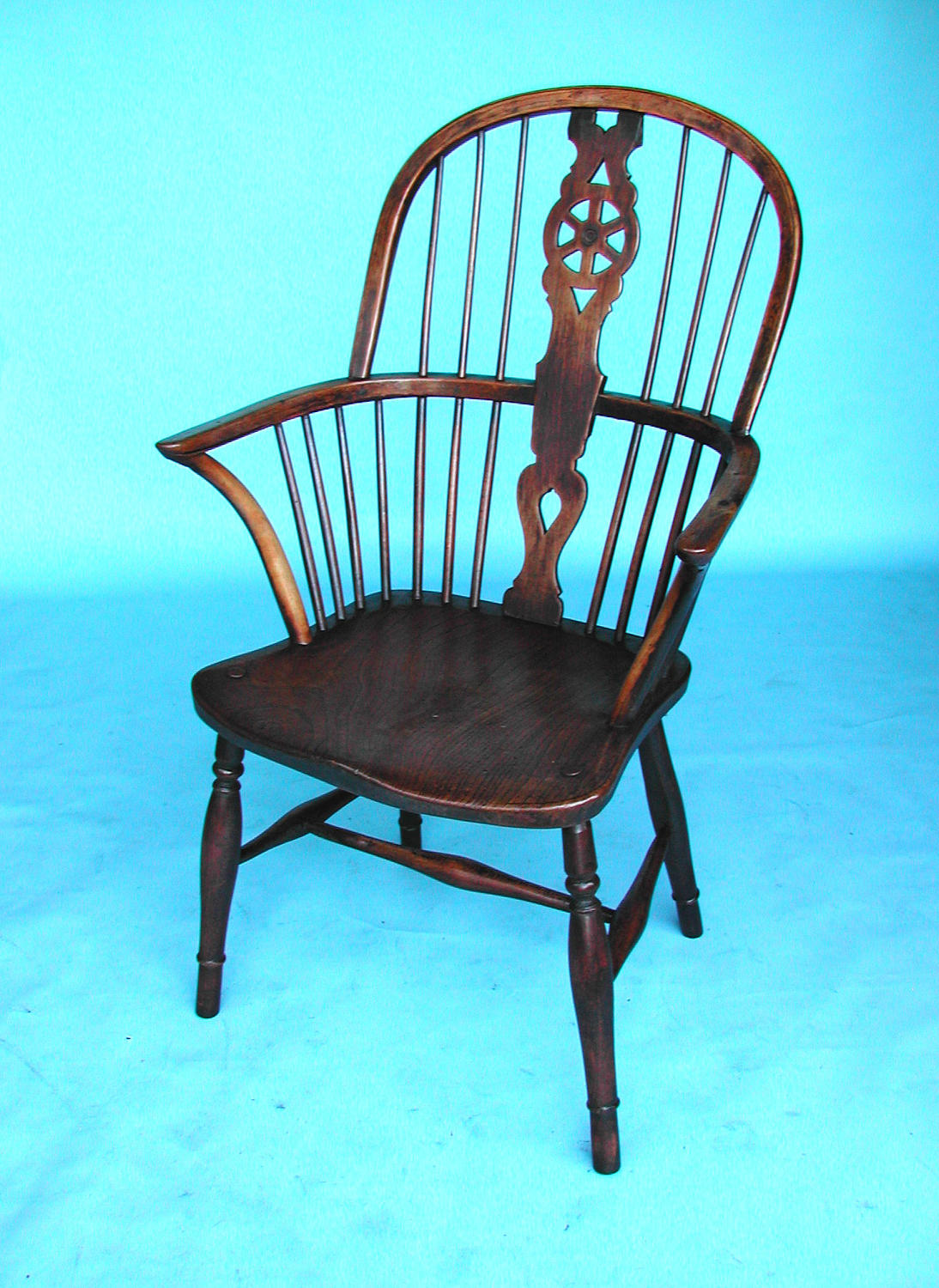 Early 19thc High Hoop Back Windsor Armchair. Buckinghamshire. C1820-40