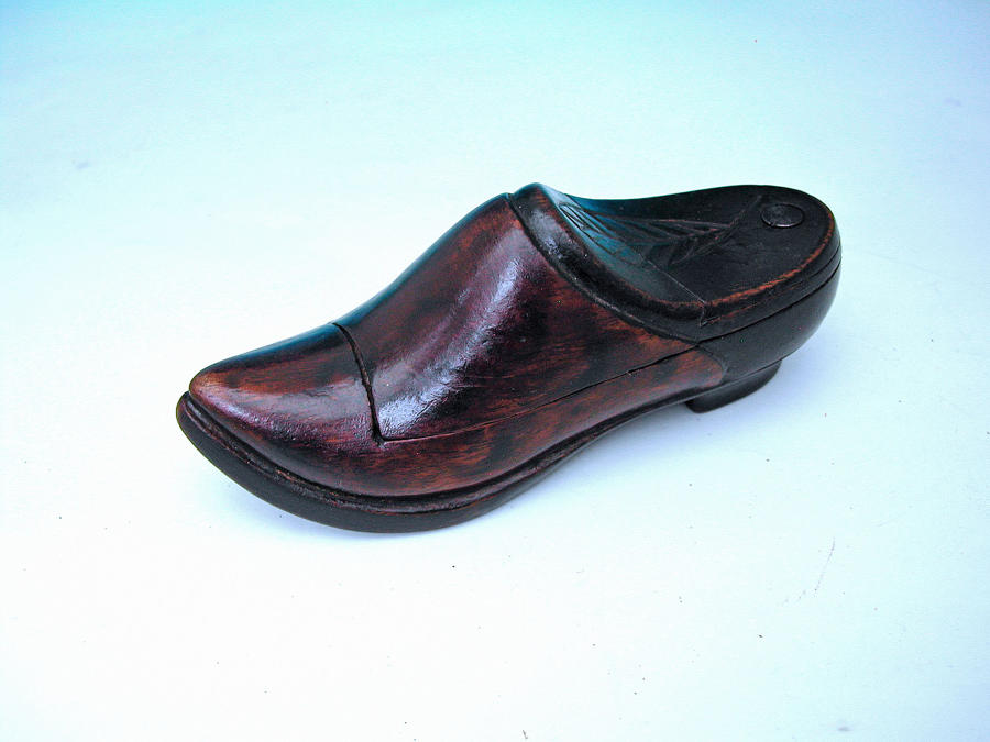 Mid 19thc Treen Snuff Shoe Made Out Of Walnut. Continental C1840-60.