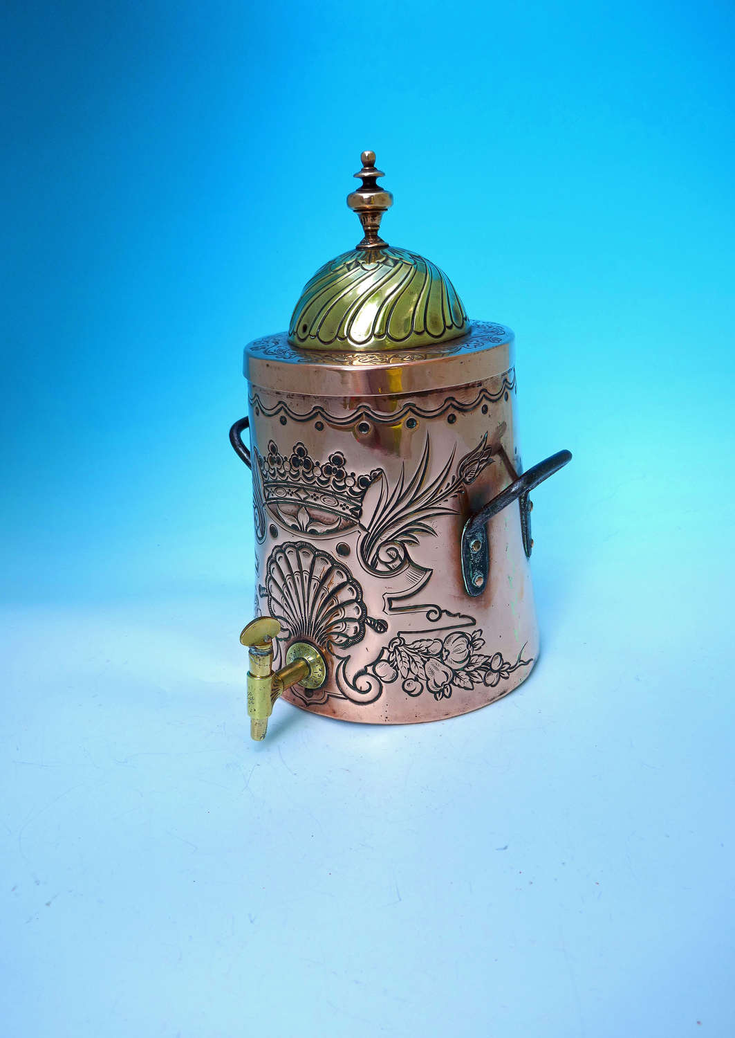Superb 18thc Metalware Copper & Brass Repousse Decorated Water Urn.